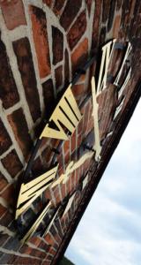 Steht still: die Kirchturmuhr