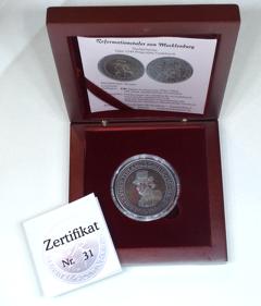 Münze im Holz Etui