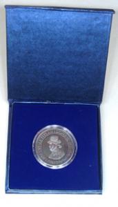 Münze mit Pappeetui