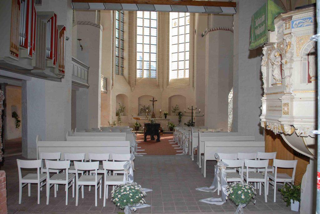Bild vom Chor - geschmückt zur Trauung