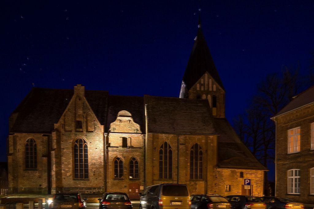 Bild der nächtlichen Kirche